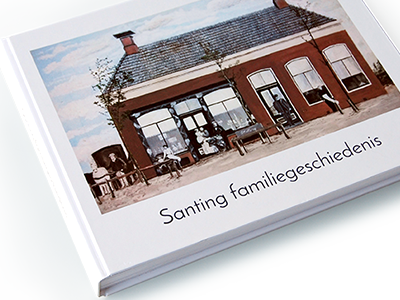 De voorkant van het familiegeschiedenisboek -Santing familiegeschiedenis-